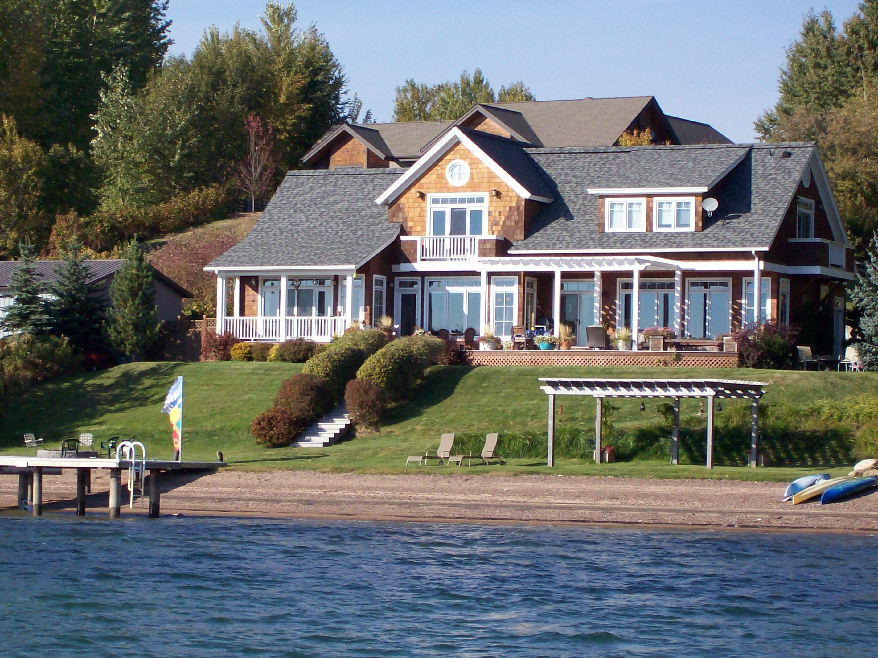 Waterfront home dan fogarty custom home sandpoint for Seafront homes